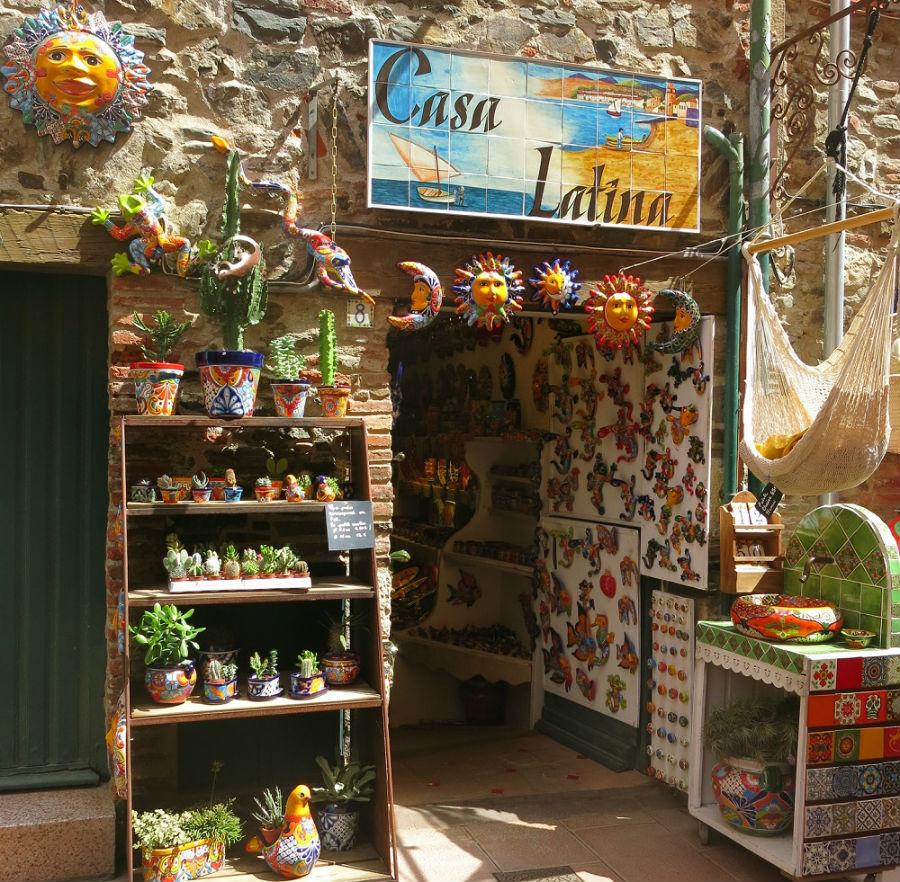 Facade Casa Latina